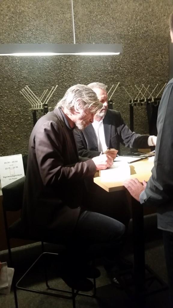 Knausgård signerer i Haus der Berliner Festspiele